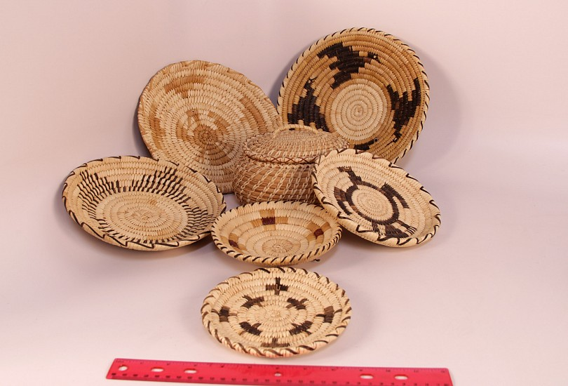 "02 - Indian Baskets, Group of SEVEN (7) Papago/Tohono O'Odham Baskets: Mid-20th century (up to 10.5"" d) Mid-20th century, Yucca and Devil's claw"